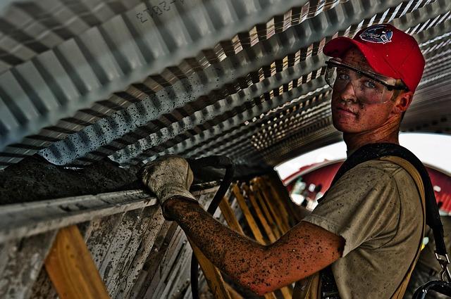 mladý dělník