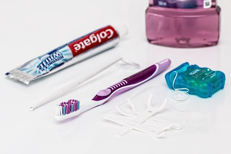 vše potřebné na čištění zubů
